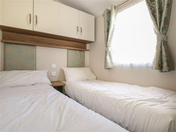 Main image for Rainbow Lodge,Downton, Hampshire, United Kingdom