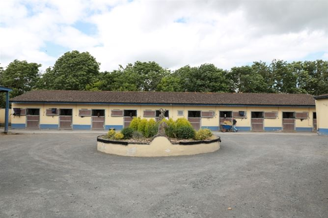 Main image for New Rathbride Stables, Curragh, Kildare