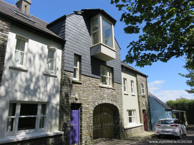 7 Croi an Bhaile, The Square, Rosscarbery, West Cork