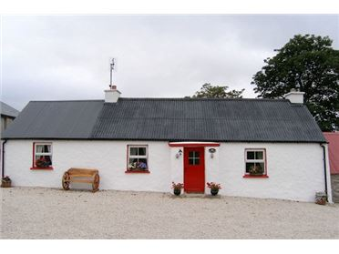Photo of Sarahs Traditional Cottage, Donegal