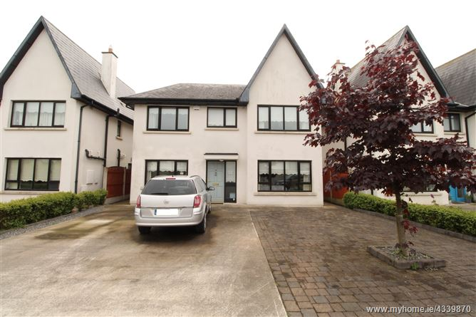 No. 56 Oaks Avenue, Carraig An Aird, Six Cross Roads