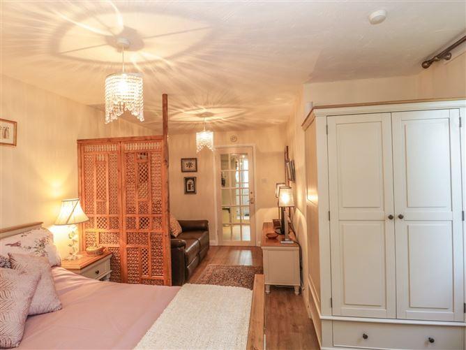 Main image for Amelyah Cottage,Winscombe, Somerset, United Kingdom