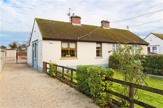 Main image for 4 Cooldrinagh Cottages, Cooldrinagh Lane, Lucan, Co Dublin W23 H5Y2