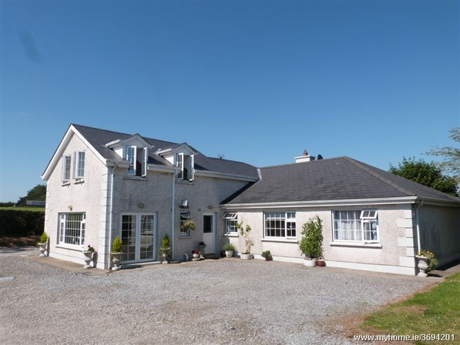 Castlekelly with c. 4.2 acres and Equestrian facilities, Gowran, Kilkenny