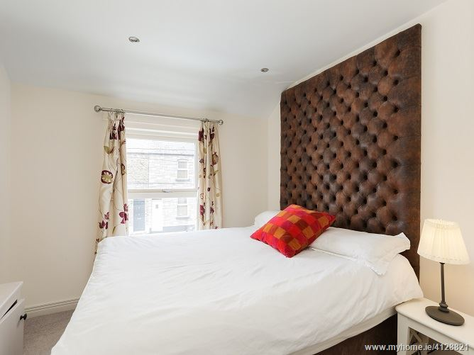 Photo of 15 Carlingford Parade, Grand Canal Dk, Dublin 2