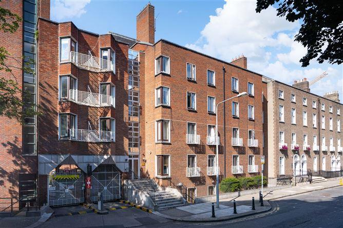 Main image for 30 Earlsfort Court, Hatch Street Lower, South City Centre, Dublin 2
