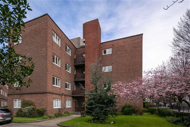 Main image for 15 Fir House, Mespil Estate, Sussex Road, Ballsbridge, Dublin 4