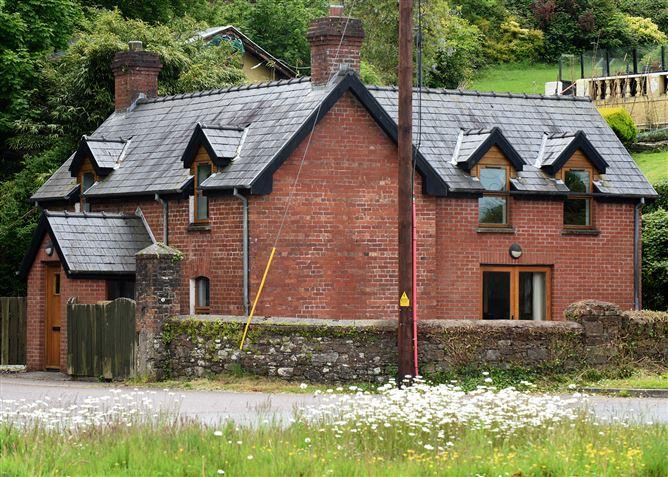 Main image for The Gate Lodge, The Glen, Crosshaven, Cork, P43 EW71