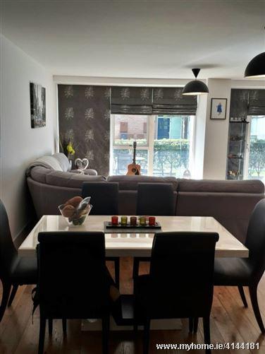 Spacious room in a warm Apartment, Dublin