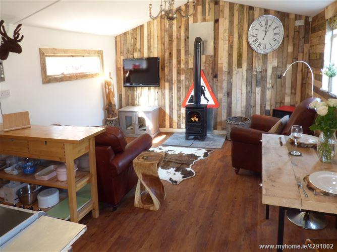 Main image for Longhouse Lodge,Mannington, Dorset, United Kingdom