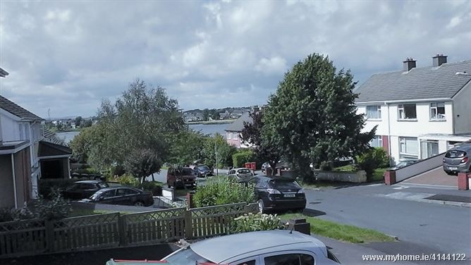 Huge double with views to the lake, Co. Galway