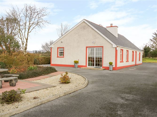 Main image for Ellen's Cottage, MOUNTCHARLES, COUNTY DONEGAL, Rep. of Ireland
