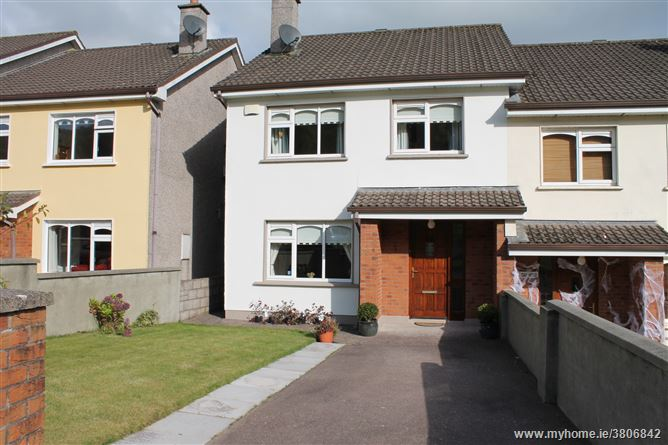 32 Oakwood, Macroom, Cork