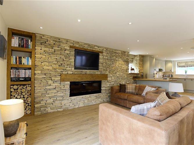 Main image for Old Groom's Cottage, MINSTER LOVELL, United Kingdom