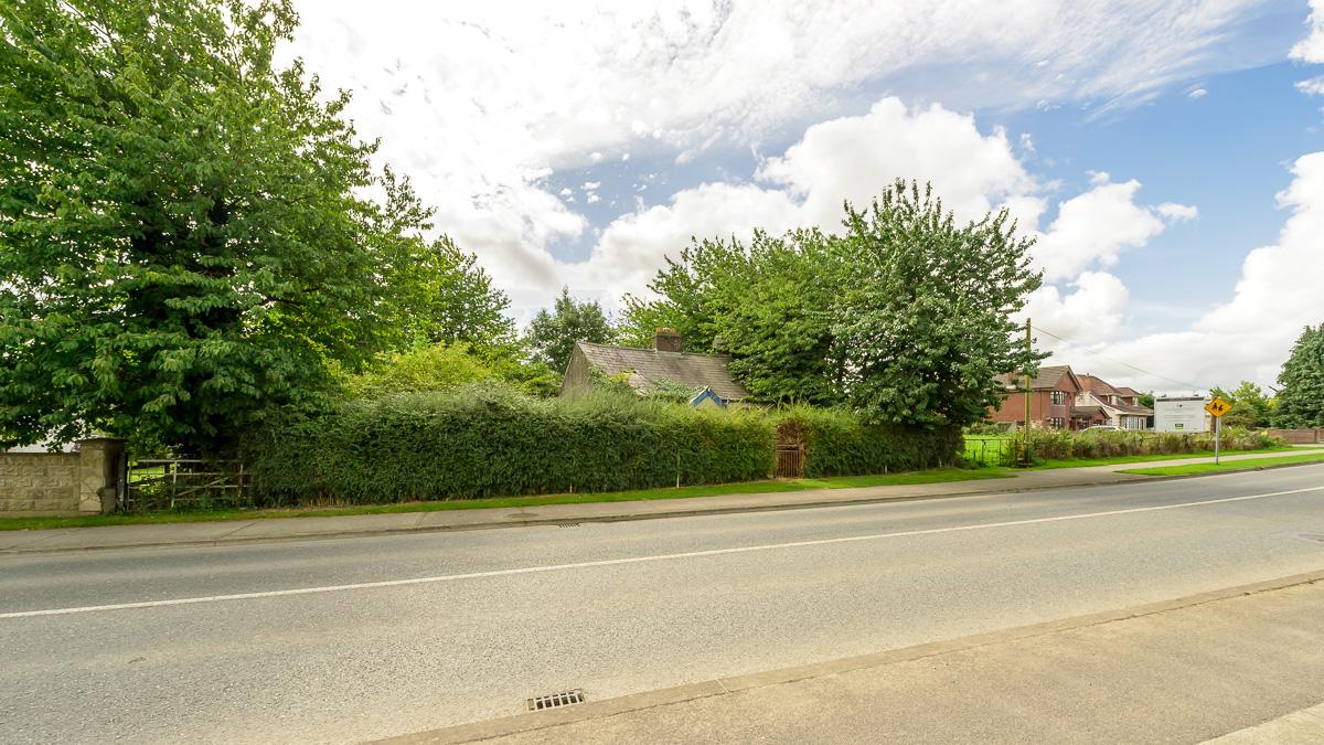 C 043 Ha 106 Acres Site And Derelict Cottage Castle Street