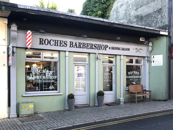 Roche's Barbershop, Station Road