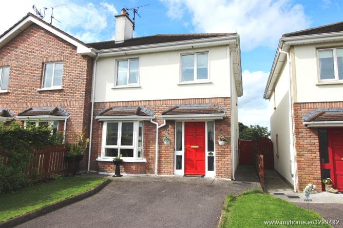 Attractive 3 bedroom property in quiet small scale for Modern homes ballyjamesduff