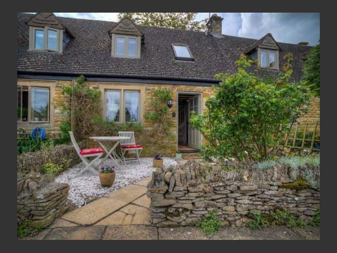 Main image for Bobble Cottage, LITTLE RISSINGTON, United Kingdom