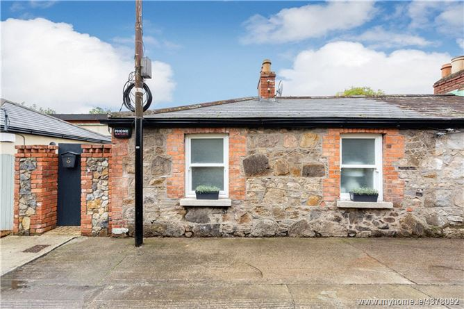 Main image for 5 Railway Cottages, Sandymount, Dublin 4