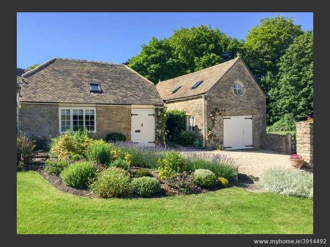 Main image for The Long Barn,Duntisbourne Abbots, Gloucestershire, United Kingdom