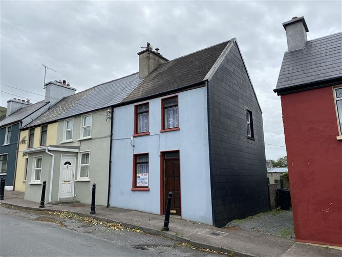 Ref 875 - Bridge Street, Caherciveen, Kerry