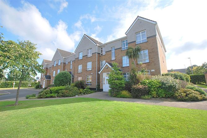 Main image for 33 Parklands Court, Ballycullen, Dublin 24