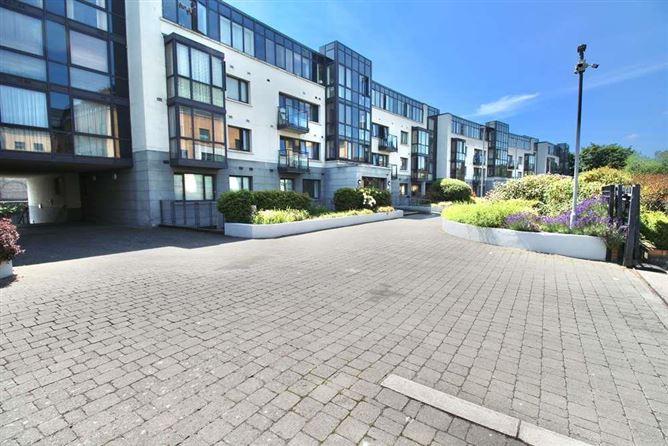 Main image for 112 Parkgate Place, Parkgate Street, Islandbridge, Dublin 8
