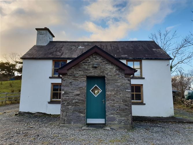 Ref 911 - Thady Macs Cottage, Toreenyduneen, Waterville, Kerry