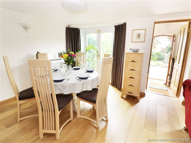 Main image for Worle Cottage,Winterbourne Down, Gloucestershire, United Kingdom