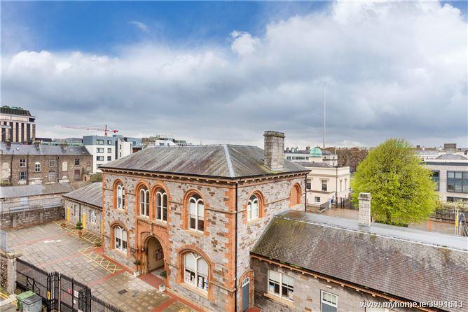 29 Custom Hall, Gardiner Street, Dublin 1