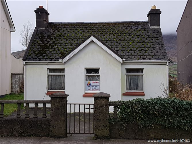 Ref 754 - Cottage, Carhan Road, Caherciveen, Kerry