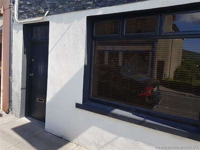 Ref 777 - Apartment, New Street, Caherciveen, Kerry
