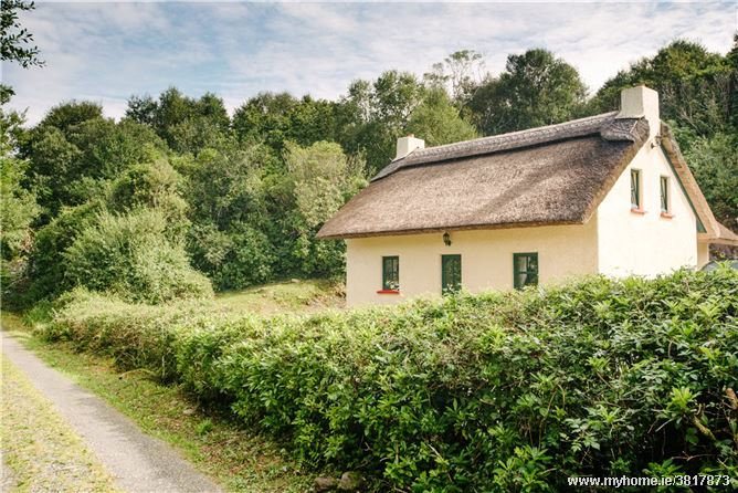 Thatched Cottage, Drimnamore, Sneem, Co.Kerry