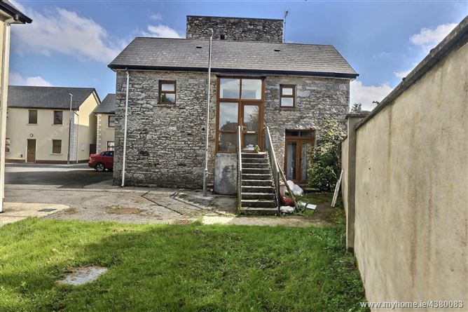 8 Wallace Court, Main Street, Ballinlough, Roscommon