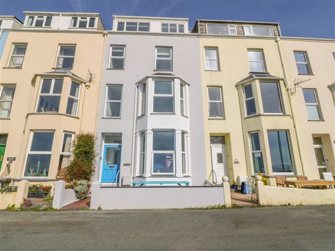 Main image for 11 Marine Terrace, CRICCIETH, Wales
