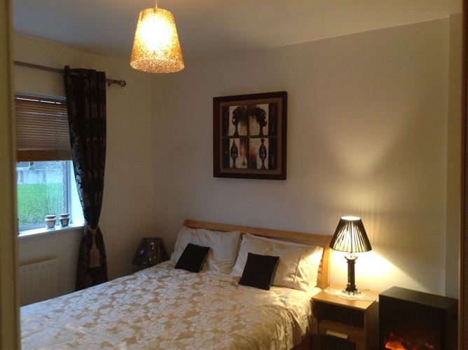 Main image for Cosy Room D, BED &Direct bus to city, Dublin 15, Dublin