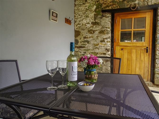 Main image for The Barn At Glanoer Pet,Hundred House, Powys, Wales