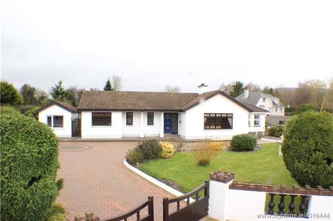 Main image for Raheen, Old Mitchelstown Road, Cahir, Co Tipperary, E21HR99
