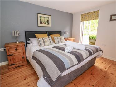 Main image of Buzzard Cottage,Croeslan, Ceredigion, Wales