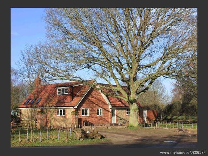 Main image for Oak Tree Lodge,Crostwick, Norfolk, United Kingdom