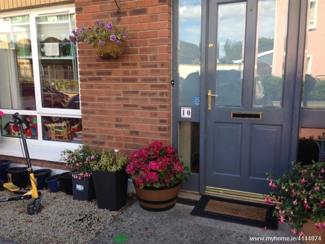 Friendly family close to airport, Kinsealy, Co. Dublin