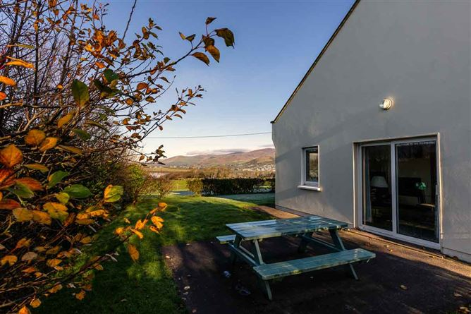 Main image for Burnham Cottage ,Ballymacdoyle, Dingle Peninsula, County Kerry V92CX45