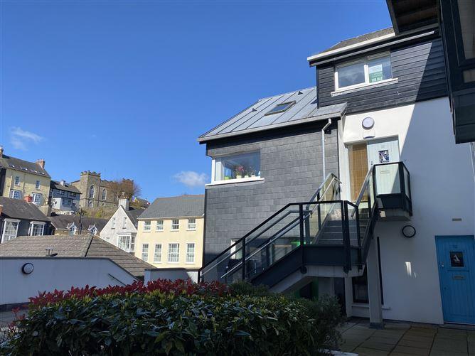 Main image for 53 Shearwater, Pier Rd, Kinsale, Cork