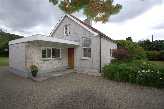 Main image for Sunshine Cottage, Drummullagh, Omeath, Louth