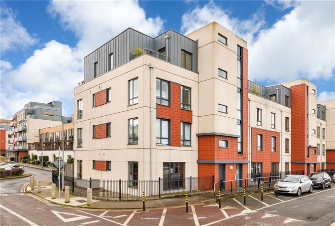 Main image for 5 Clearwater Court North, Royal Canal Park, Ashtown, Dublin 15, D15 R208