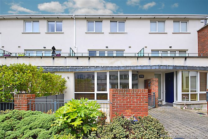 13 Levmoss Avenue , Leopardstown,   Dublin 18