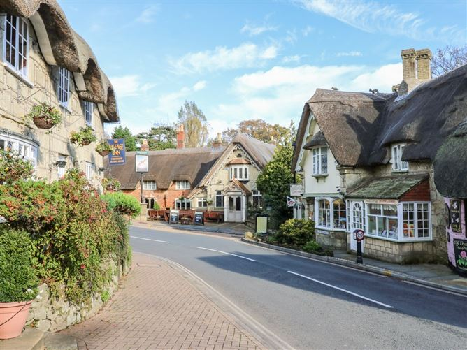 Main image for Sheltering Grey Sky,Shanklin, Isle of Wight, United Kingdom