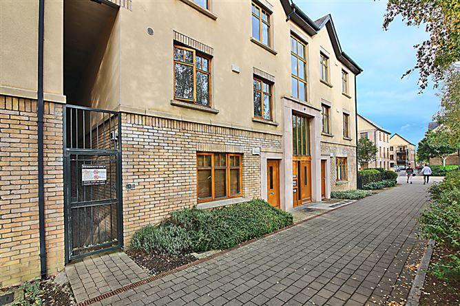 Main image for 1 Woodbrook Crescent, Castleknock, Dublin 15