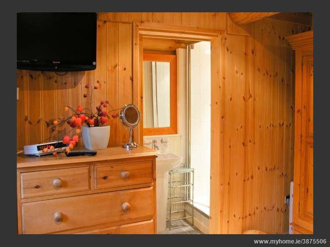 Main image for Cedar Log Cabin,Welsh Frankton, Shropshire, United Kingdom