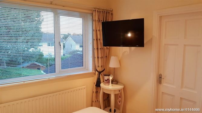 LOVELY ROOM WITH PRIVATE BATHROOM, Blackrock, Co. Cork